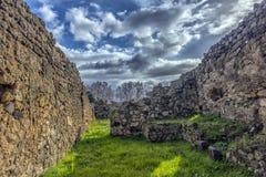 Het huis van de oude Roman ruïnes, een deel van de Unesco-Plaatsen van de Werelderfenis Het wordt gevestigd dichtbij Napels stock fotografie