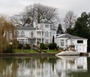 Het Huis van de rivieroever stock foto