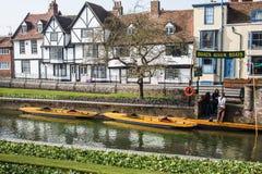 Het huis van de Tudorstijl in Canterbury op Rivier Stour Stock Afbeelding