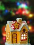 Het huis van de verlichting en Kerstmisboom royalty-vrije stock foto