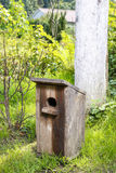 Het huis van de vogel in de tuin Royalty-vrije Stock Afbeeldingen