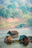 Het huis van de waterkant Stock Afbeeldingen