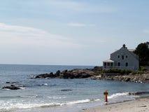 Het huis van de zomer op de Oceaan Royalty-vrije Stock Fotografie