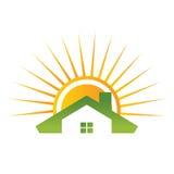 Het huis van het dak met zon