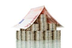 Het huis van het geld - dat met bezinning wordt geïsoleerdd Royalty-vrije Stock Afbeelding