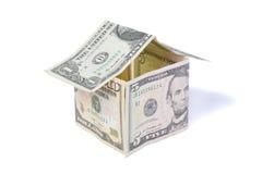 Het huis van het geld dat van dollarrekeningen wordt gemaakt Royalty-vrije Stock Foto