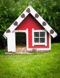 Het huis van het huisdier in tuin   Royalty-vrije Stock Foto