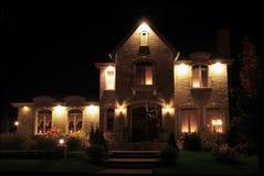 Het huis van het prestige bij nacht stock foto