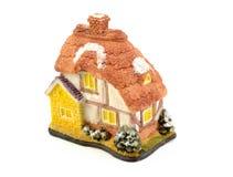 Het huis van het speelgoed dat op witte achtergrond wordt geïsoleerda Stock Foto's