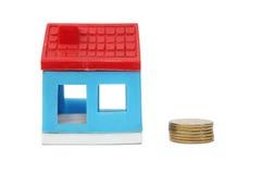 Het huis van het stuk speelgoed met muntstuk Royalty-vrije Stock Afbeeldingen