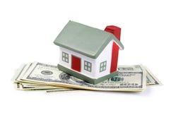Het huis van het stuk speelgoed voor dollarbankbiljetten Stock Afbeelding