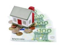 Het huis van het stuk speelgoed voor euro bankbiljetten Stock Foto's