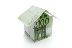 Het huis van honderd eurobankbiljetten Stock Fotografie