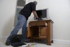Het Huis van inbrekerstealing television from stock foto's