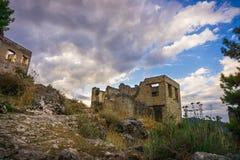 Het huis van het Lyciandorp en straat van Kayakoy, Fethiye, Mugla, Turkije Spookstad Kayaköy, die in vroeger tijden als Lebessos stock afbeelding