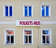 Het huis van mensen (Folketshus) in een weinig Zweedse stad Stock Afbeeldingen