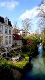 Het huis van Nice langs het kanaal Royalty-vrije Stock Fotografie