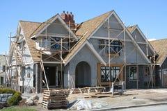 Het huis van Upscale in aanbouw royalty-vrije stock afbeeldingen