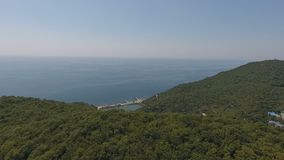 Het huis van yoga in de bergen, de Zwarte Zee, de bergen, de Kaukasus, abrau-Dyurso stock footage