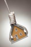 Het huis verbond en Hangend in Lus stock foto's