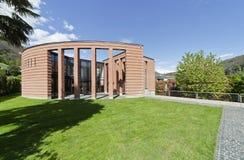 Het huis whith tuin van het ontwerp Royalty-vrije Stock Afbeelding