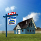 Het huis wordt verkocht Stock Foto