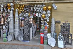 Het huishoudenwerktuigen van de straatverkoop die van aluminium en koper, I worden gemaakt Stock Foto's