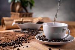 Het huisleven, koffiepauze, omringend kleurrijk thema Stock Fotografie