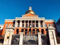 Het huisvoorzijde van de Staat van Massachusetts buiten in Boston stock afbeeldingen