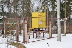 Het hulpkantoor van de gasdistributie buiten de omheining Stock Afbeelding