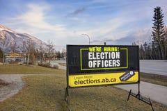 Het huren Teken Alberta Springtime Elections Town van Canmore stock foto's