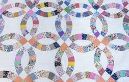 het Huwelijk Ring Pattern Hand Made Quilt van 1930 ` s royalty-vrije stock foto's