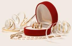 Het huwelijk van banden & kettingshart stock foto's