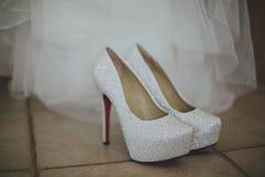 Het huwelijk wachtte schoenen af Royalty-vrije Stock Fotografie