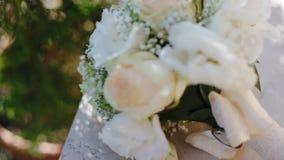 Het huwelijksboeket van Nice op de lijst stock video