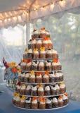 Het huwelijkscake van Cupcake Royalty-vrije Stock Afbeelding