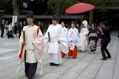 Het huwelijksceremonie van Shinto bij heiligdom Meiji in Tokyo Stock Foto's