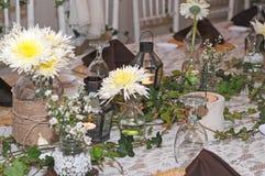 Het huwelijksdag van de eettafeldecoratie Stock Afbeelding