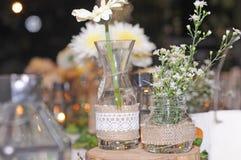 Het huwelijksdag van de eettafeldecoratie Stock Foto