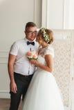Het huwelijkspaar koestert binnen elkaar Royalty-vrije Stock Afbeelding