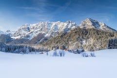 Het idyllische landschap van de de winterberg in de Alpen Stock Foto