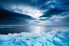 Het ijs en de zonsondergang van de plank in Marken Royalty-vrije Stock Afbeelding