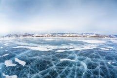 Het ijs van Baikal in de winter stock afbeeldingen