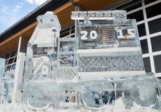 2015 het ijsbeeldhouwwerk van de Brandvrachtwagen Stock Foto