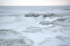Het ijsoverzees van de winter. Stock Foto