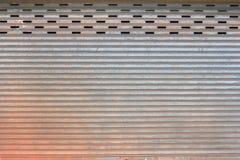 Het ijzerdeur van Grunge Royalty-vrije Stock Afbeeldingen