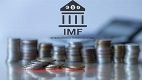 Het IMF Internationaal Monetair Fonds Financi?n en bankwezenconcept De achtergrond van muntstukken royalty-vrije stock afbeeldingen