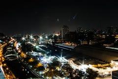 Het inbouwen van Bangkok bij nacht Concepten donkere hemel bij stad Royalty-vrije Stock Fotografie