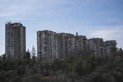 Het inbouwen van de regeling van Julino Brdo in de gemeente van Cukarica stock foto