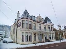 Het inbouwen van de stad van Edinburgh, het huis van de Sneeuwdekking en auto Stock Foto's